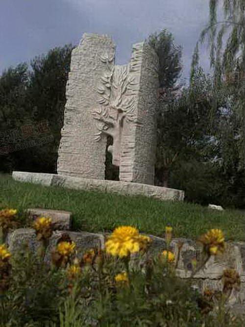 雕塑世纪之门