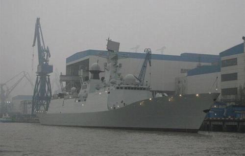 资料图:在船厂时的巢湖舰