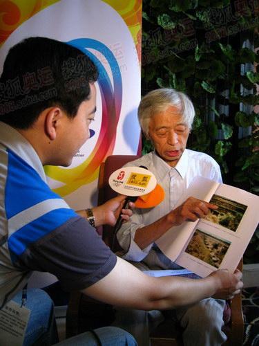 奥运官网记者采访长春火炬手刘平