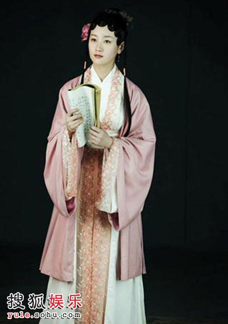 第三种是在成为薛蟠的小妾之后,原本是贵族小姐出身的香菱这时候才有权力梳上象征贵族的额妆