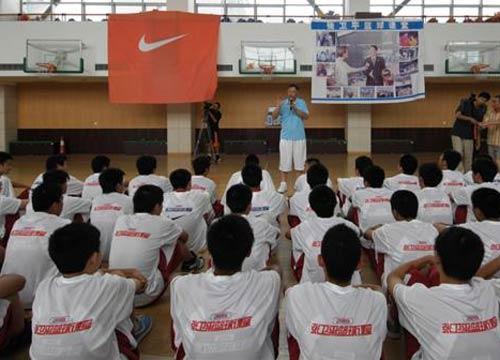 图文:张卫平夏季训练营开营 与学院互动