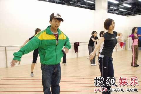 Angus认为各佳丽均很努力练习舞蹈