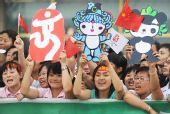图文:北京奥运圣火在松原市传递 群众加油