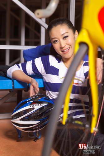 北京/组图:美女演员苗圃带你北京老山自行车馆