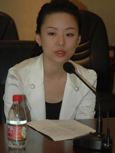 潘晓婷/图文:潘晓婷向灾区捐赠比赛奖金 潘晓婷讲话