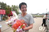 图文:女排奔赴天津进行5天封训 陈忠和满面笑容