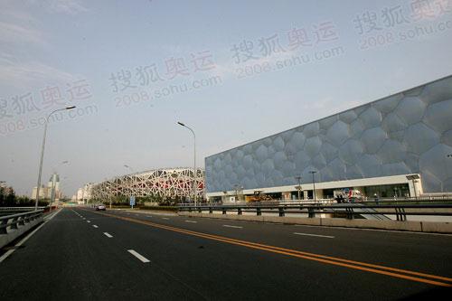 """""""鸟巢""""、""""水立方""""是奥林匹克公园最醒目的地标"""