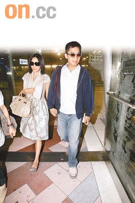 梁朝伟刘嘉玲抵达泰国