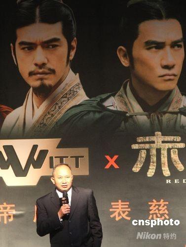 吴宇森在北京出席慈善晚宴。