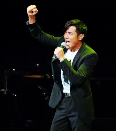 郭富城高歌一曲《强》,为四川加油。