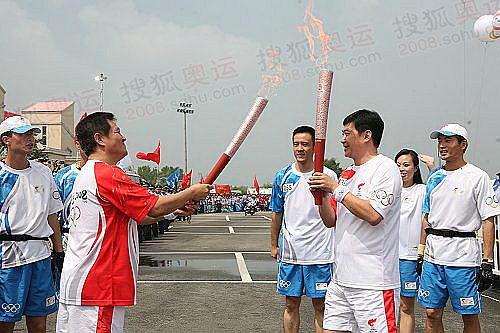 赵本山点燃自己的火炬