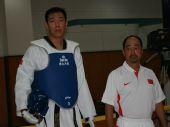 图文:中国跆拳道队进行教学表演 刘哮波和教练