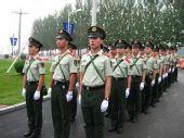 组图:圣火沈阳站传递 飒爽英姿的安保人员