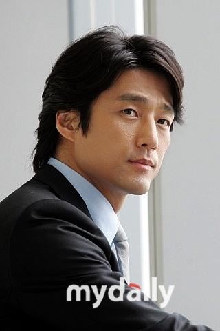 池珍熙代表韩国明星来京参加慈善活动