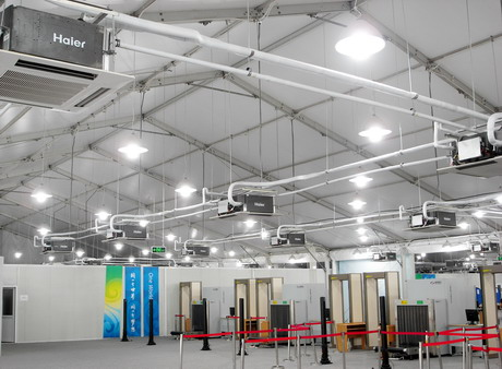 奥运村欢迎中心是所有来宾的入口,海尔空调列队欢迎