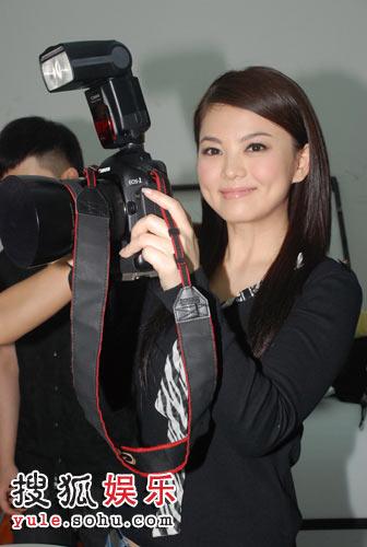 准备给何老师拍照,我也来当摄影师!