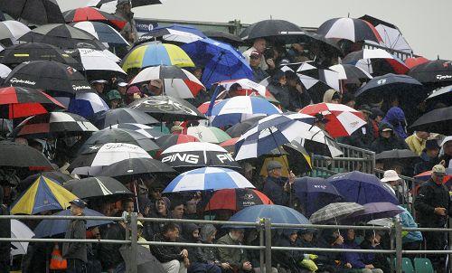 图文:英国公开赛第二日比赛 次日天公仍不作美
