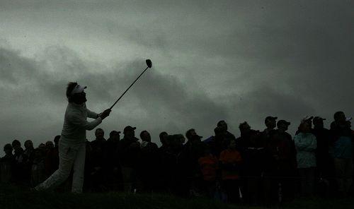 图文:英国公开赛第二日比赛 赛场阴云好似黑夜