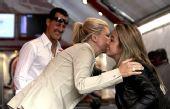图文:F1德国站第二次练习 车王带妻子观赛