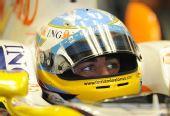 图文:F1德国站第二次练习 阿隆索望着前方