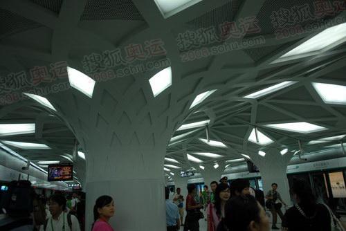 迎接奥运到来 地铁森林公园站主题鲜明