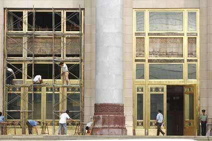 工人们正在施工