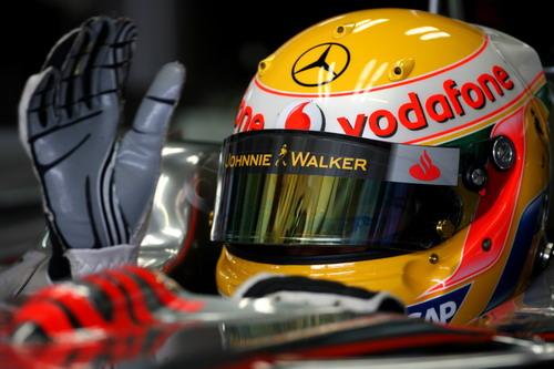 图文:[F1]德国站第三次练习 汉密尔顿等待出发