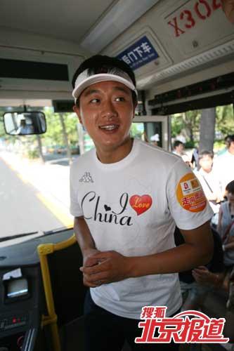 佟大为在公交车上