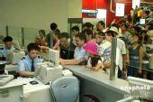 图:北京民众争相试乘地铁机场线