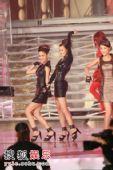 图:众佳丽与舞蹈员一同热舞 08