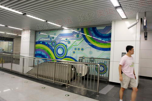 地铁电梯出口的图案装饰