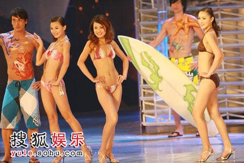 港姐众佳丽穿上三点式泳装