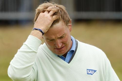 图文:英国公开赛第三轮 埃尔斯走下球场地