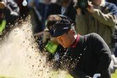 图文:英国公开赛第三轮 崔京周沙坑救球