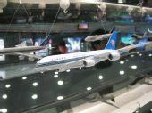 组图:机场快轨2号航站楼站内的飞机模型
