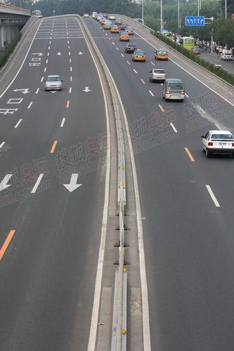 二环德胜门的奥运专用车道以开始限制普通车辆进入