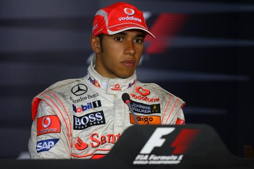 图文:[F1]德国大奖赛正赛 汉密尔顿聆听提问
