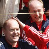 图文:英国公开赛决赛 球迷被球击中仍观注比赛