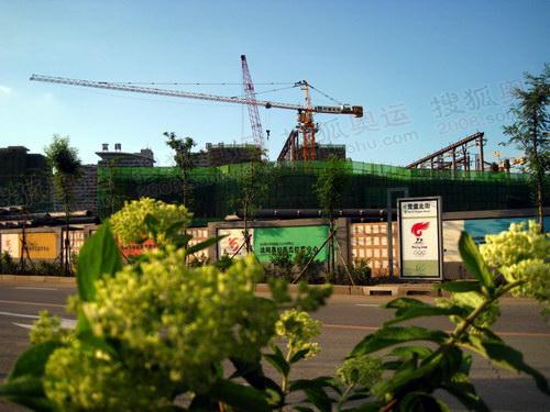 正在建设中的综合体育馆 韩大海摄