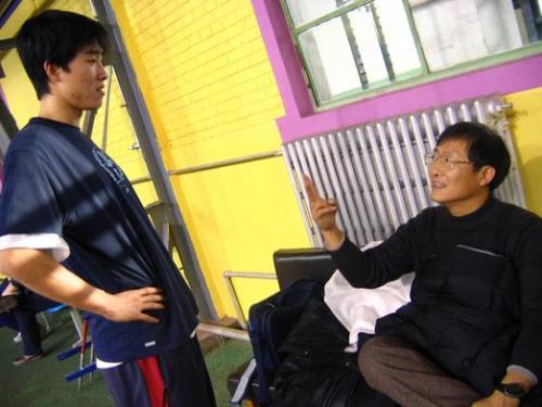 刘翔父亲刘学根探班