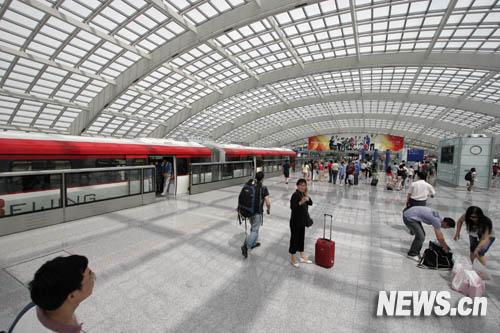 7月20日拍摄的机场线T3站站台。新华网 杨理光 摄