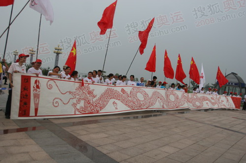 沂蒙广场传递路线上的中国龙