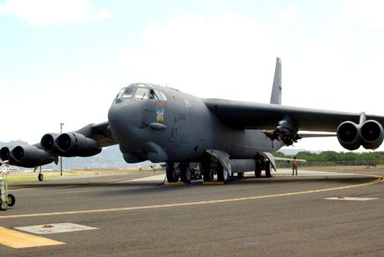 岳�y�b����l#�+_b-52战略轰炸机:美空军大面积轰炸的主要工具