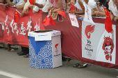 图文:圣火在临沂传递 活动现场的特色垃圾箱