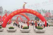 图文:奥运圣火在临沂传递 火炬接力现场情况