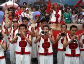 组图:圣火在曲阜传递 群众表演各类节目迎圣火