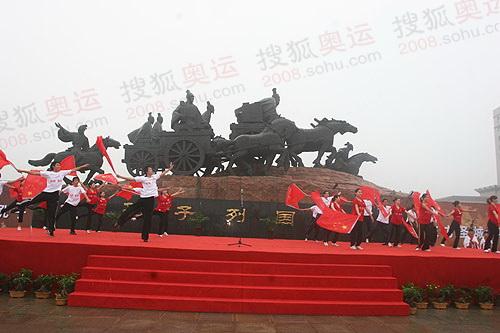 孔子列国行迎宾塑像
