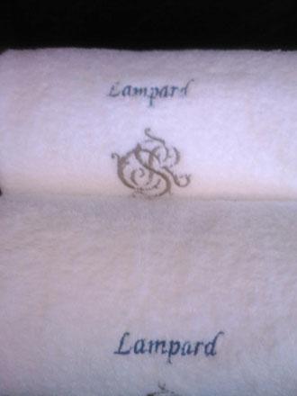 兰帕德就用这个浴巾