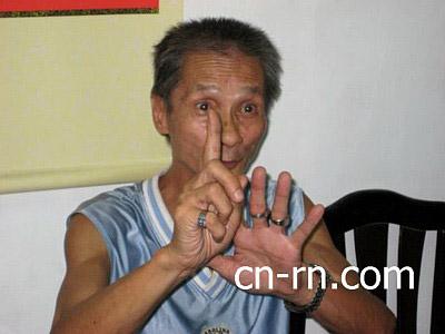 苏安生强调,他是中华民族和平统一的坚决支持者,对台独份子陈水扁至死反对,打击台独绝不手软