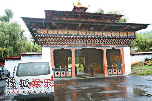 钟镇涛亦带同范姜游览不丹风光